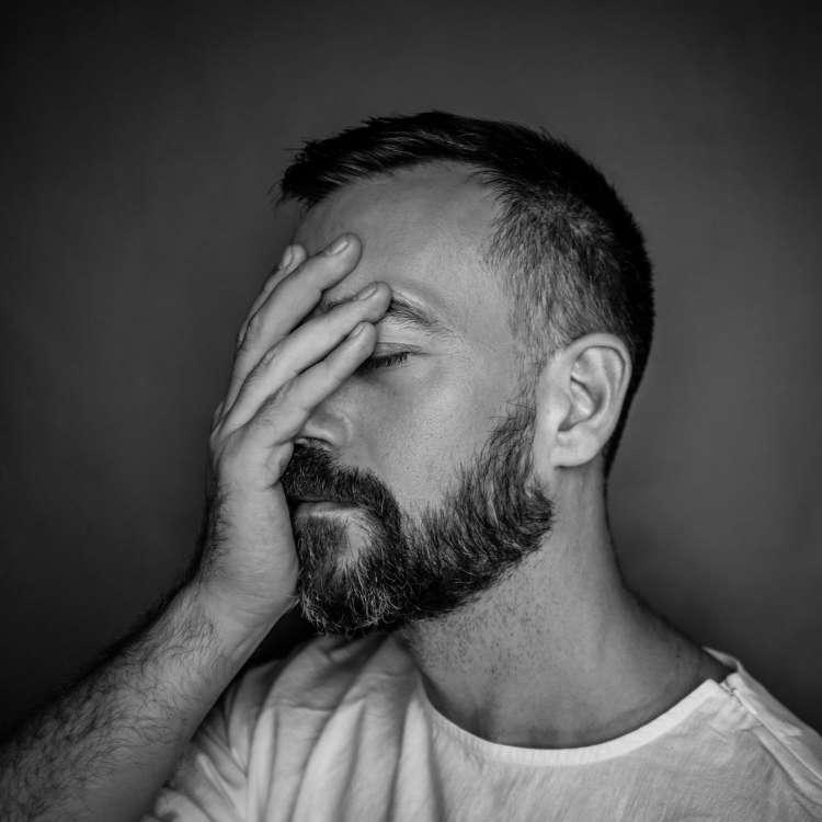 क्यों होने लगती है पुरुष के शरीर में टेस्टोस्टेरोन की कमी, क्या हैं लक्षण? जानें