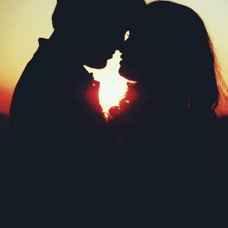 मिस्टर्स, प्यार में उम्र के अंतर को इस तरह करें हैंडल