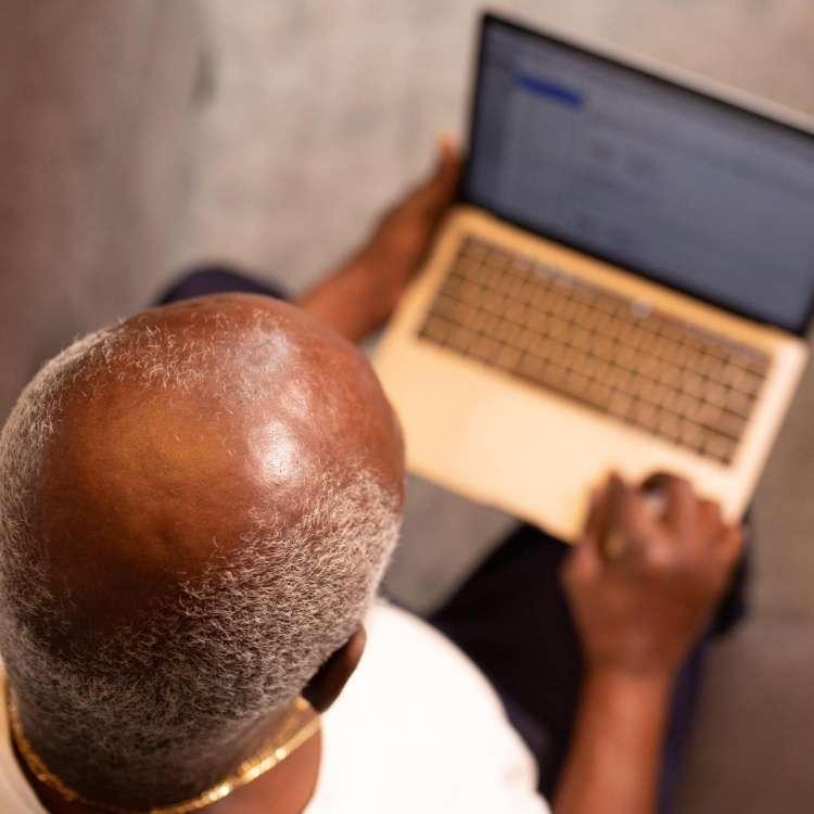 क्या लंबे समय तक काम करना है आपके गंजेपन की वजह?