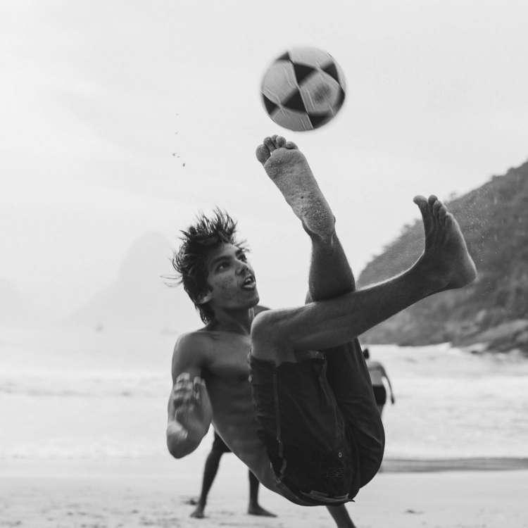 रफ खेलने वाले लड़के बड़े होकर सेक्सुअली ज्यादा एक्टिव रहते हैं।